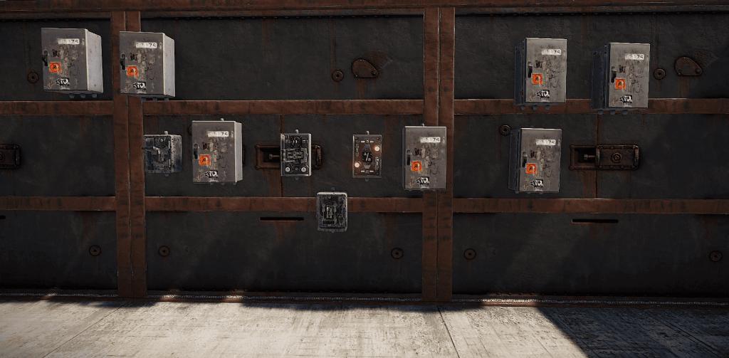 Электрические компоненты, установленные на стене в Rust