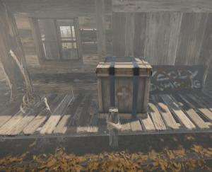 Ящик с медициной у маленького заброшенного домика в Rust