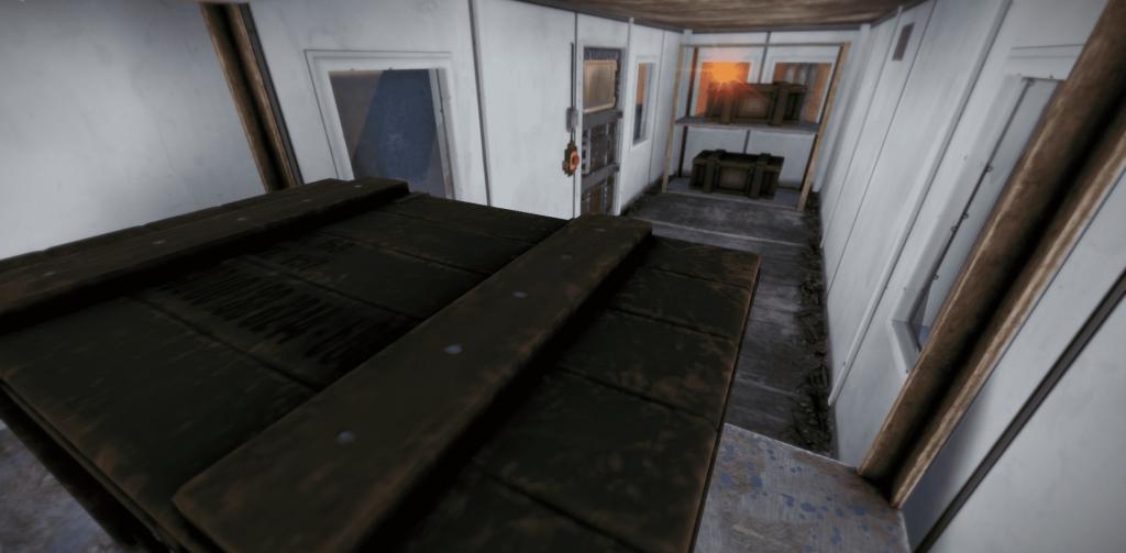 Синее помещение на 4 уровне большой нефтяной вышки в Rust